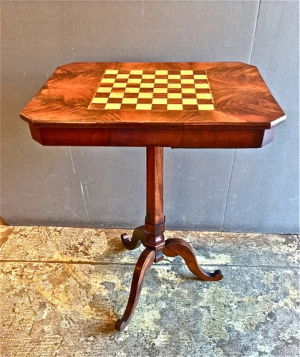 ENGLISH REGENCY TRIPOD GAMES/CHESS TABLE