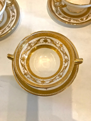 SET OF 8 MINTON GILT BOUILLON