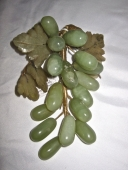 CARVED JADE BUNCH OF GRAPES