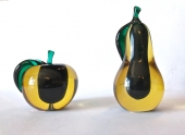 PAIR OF LARGE SALVIATI SOMENSO APPLE AND PEARS c.1950-60