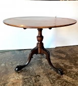 18th C. AMERICAN MAHOGANY TILT TOP TEA TABLE, c. 1750-1760